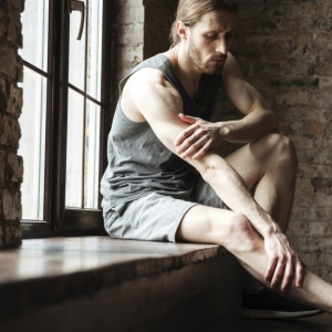 Crampi alle gambe: 5 possibili cause e rispettive soluzioni